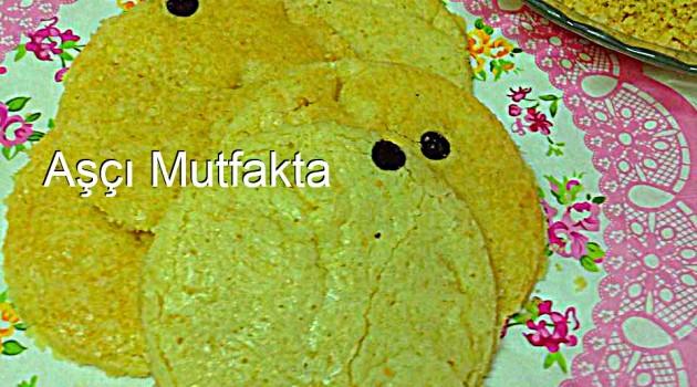 Aşçı Mutfakta Porsiyonluk Pasta Bisküvisi