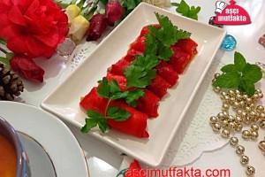 Közlenmiş Kırmızı Biber Sarması ( Patlıcanlı)