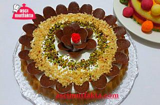 Aşçı Mutfakta İrmik Helva Pastası