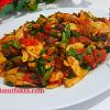 Aşçı Mutfakta Kızarmış Sebze Salatası