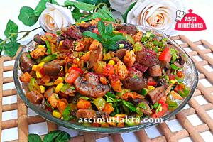 Tavuklu Mantar Salatası