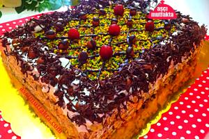 Aşçı Mutfakta 30 Kişilik Çikolatalı Pasta Tarifi