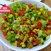 Aşçı Mutfakta Tavuklu Salata Tarifi
